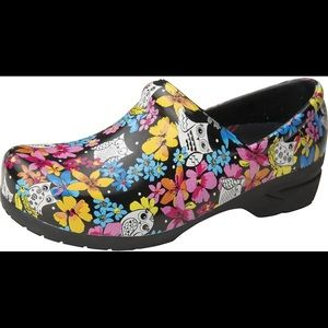 ANYWEAR Nursing shoes  multicolor sz 10.